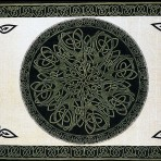 Celtic Circular Knot Green, Black on Cream 70 x 104